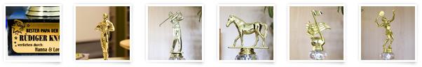 Der goldene Pokal mit Wunschtext in verschiedenen Größen