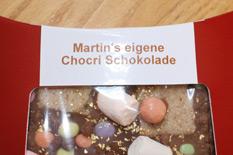 Die Beschriftung auf der Verpackung: Martin's eigene Chocri Schokolade