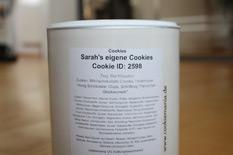 Dosen-Rückseite mit der Aufschrift: Sarah's eigene Cookies